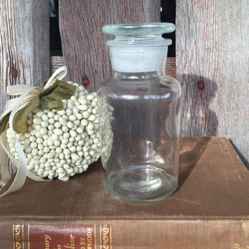 Vintage apothecary jar with ground glass lid, glass storage jar, dry spice storage jar, herb jar, vintage kitchen storage, glass storage jar