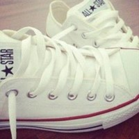 White low top converse worn once size 7  from fortyfrocks