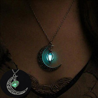 2017 New Hot Moon Glowing Necklace, Gem Charm Jewelry,Silver Plated,Halloween Gifts