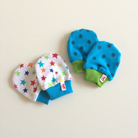 Newborn scratch mitts set. Two pairs of NB mittens with cuffs. 0 - 3. Baby shower gift. Stars and polka dots. Aqua and green. Ready to ship