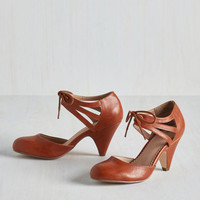 Vintage Inspired Shimmy My Way Heel in Caramel