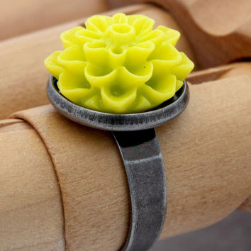 Lime green resin flower cabochon gunmetal ring- great for bright colourful spring jewellery