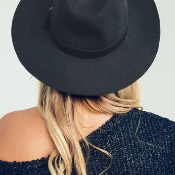 She Knows Hat: Charcoal