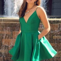 Green Straps V-neck Pleats Stain Short Homecoming Dresses