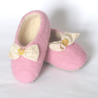 Pink Felted kids slippers / home shoes  -  for children, for girl. Size 23-24 EU/ 7.5-8 US toddler.  Ready to sheep. Gifts Under 50