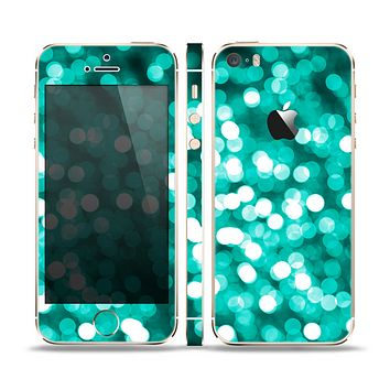 The Unfocused Teal Orbs of Light Skin Set for the Apple iPhone 5s