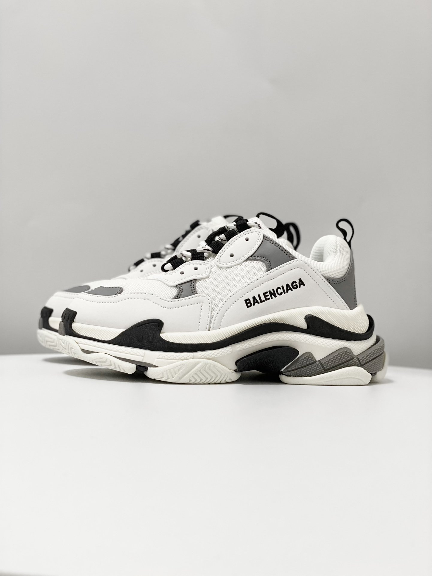 Image of Balenciaga Men's And Women's 2021 NEW ARRIVALS Triple-s Sneakers Shoes