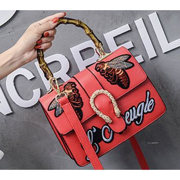 Bee 2018 New Women's Bamboo Retro Embroidered Tote Shoulder Messenger Bag red