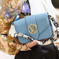 LV 20202 new high quality retro wild shoulder bag crossbody bag