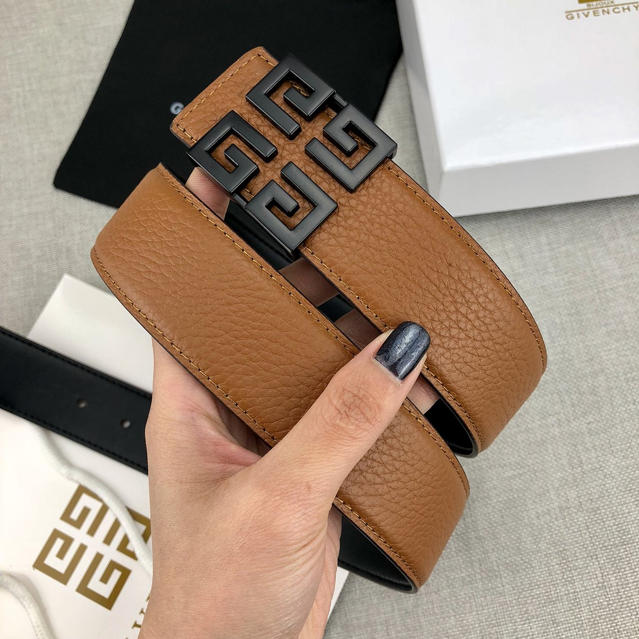 Image of Givenchy classic letter buckle fashion men's and women's belt