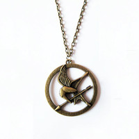 Necklace / Hunger games necklace / antique brass Mockingjay, Katniss's arrow charm