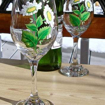 Hand Painted Wine Glasses With Daisies And Wine Charms