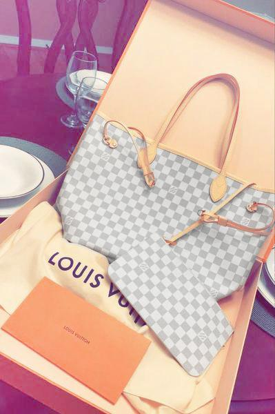 Image of LV Tide brand classic old flower female shopping bag handbags mother bag two-piece White check