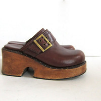 90s brown wooden clogs. chunky leather mules. womens platforms. size 7
