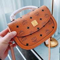 Onewel Mcm new saddle bag delivery puppy pendant three-piece delivery box Crossbody Bag Brown