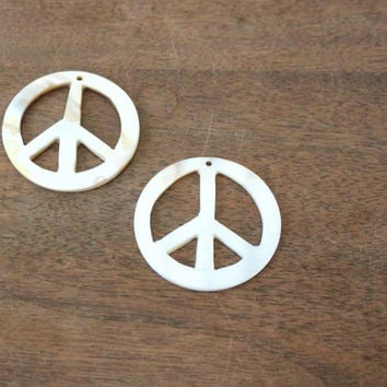 Peace Sign Focal, Mother of Pearl Pendant, White shell 35mm, 1 piece (974H)