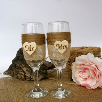 Wedding Glasses Rustic CHampagne Flutes Mr Mrs Decoration Toasting Glasses