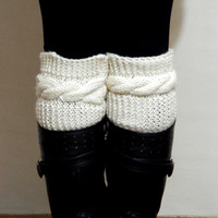 Knitted Boot Cuff  Woman  - Cream Short Cable Knit Boot Cuffs. Short Leg Warmers. Crochet Boot Cuffs. Cream Legwear