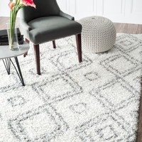 """Cozy Soft and Plush Moroccan Trellis White/ Grey Shag Rug, 5 Feet 3 Inches by 7 Feet 6 Inches (5' 3"""" x 7' 6"""")"""