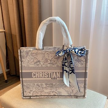DIOR Printed shopping bag with scarves