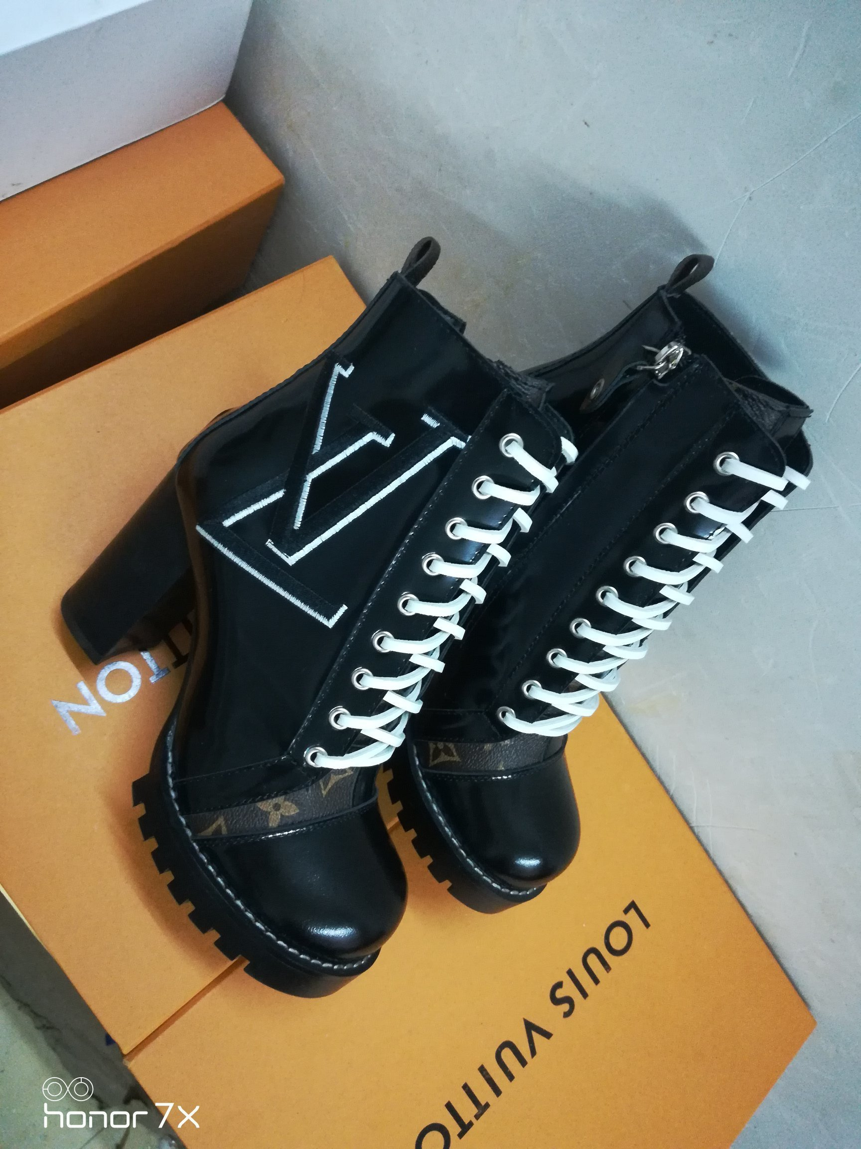 Image of lv louis vuitton trending womens men leather side zip lace up ankle boots shoes high boots 35
