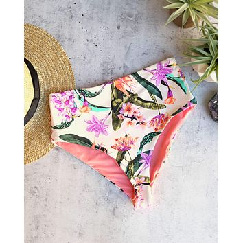 Kris Seamless Moderate Coverage High Waisted Bikini Bottoms in Birds of Paradise