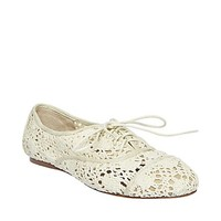 L 073004 Round hollow lace flat heel shoes