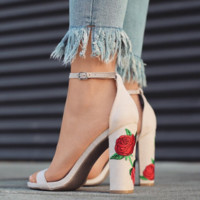 Fashion Summer Women Ring Strap Buckle Floral Embroidery Chunky Heels Sandals