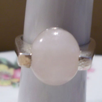 Vintage 1970's Silver Pink Oval Cabochon Stone Ring, Ladies Ring, Light Pink, Teen Gift, Simple Elegance, Classic Style, Fashion Jewelry