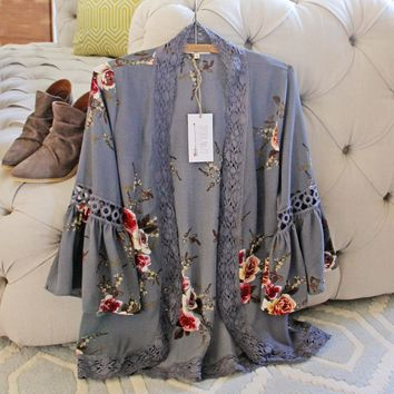 Romantique Rose Duster in Gray