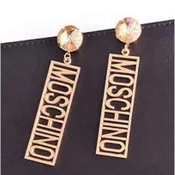 Moschino fashion show catwalk nightclub bar ds singer dj personality English diamond letters earrings