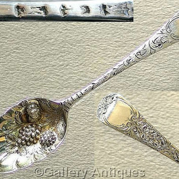 18th Century / Georgian 925 Sterling Solid Silver Bright Cut and Chased Repousse Floral Berry Spoon, Hallmarked for London, 1761 (ref: 3163)