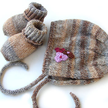 Brown and gray baby bonnet and booties set, soft wool set for baby shower, newbaby, babygirl set, newborn or bigger size, personalized set