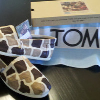 Giraffe Print custom made on natural TOMS