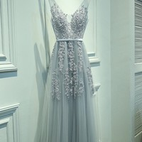 Sexy V- Neck Tulle With Applique Evening Dress