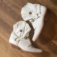 Womens Boho Western Ankle Boots 7 7.5 | White Leather Distressed Concho Boots | Vintage 80s Hippie Gypsy Desert Southwestern Fringe Boots