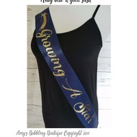 Growing a Star Sash, Posh Baby Shower Sash for mommy to be to wear at Baby Shower or Baby Sprinkle, Comes with a Rhinestone Pin