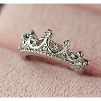 The new fashion ring hollow engraved crown ring