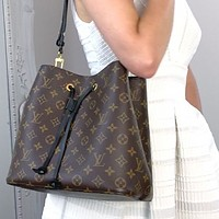Louis Vuitton monogrammed casual women's bucket bag one-shoulder cross-body bag