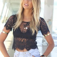 2017 Summer Lace Sexy Women See Through Blusas Femininas Summer Short Sleeve Vintage Lace Blouse Hollow Out Zipper Crop Top