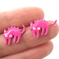Petrified Scaredy Kitty Cat Animal Stud Earrings in Pink   DOTOLY