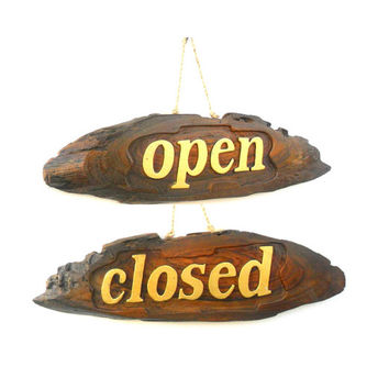 """Wood Carving Sign """"Open Closed"""" Rustic Reclaimed Wood Handmade wooden Pallet Sign Wall Hnging Home Decor two Sided Signs Custom Made / Gift"""