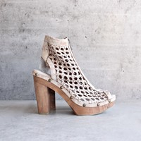 final sale - sbicca - nitra - leather woven caged sandal - white