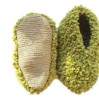 Bulky slippers, wool slippers, hand knit slippers, fuzzy slippers ,house shoes, fluffy slippers, house slippers