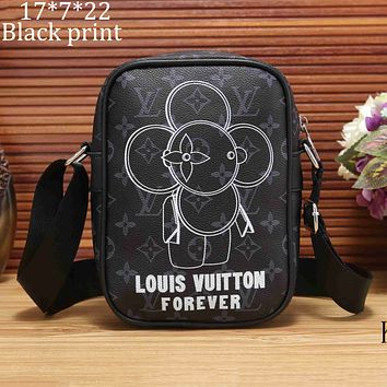 LV Louis Vuitton 2018 new inverted V logo camera bag shoulder Messenger bag F-KSPJ-BBDL Black Print