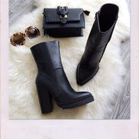 The Ampa Faux Leather Boots- Black