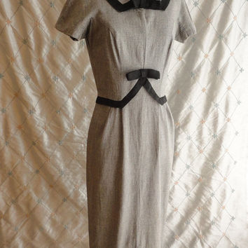 ON SALE 50s Dress // 60s Dress // Vintage 1950s 1960s Gray Wiggle Dress with Black Linen Trim and Bows Size M