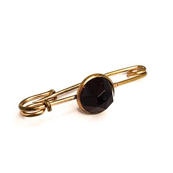 Victorian rolled 10kt gold deep ruby red paste lace pin