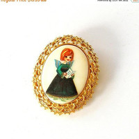 ON SALE Tanger ll Christmas Pin. Hand Painted Angel Cameo Brooch. Vintage Christmas Angel Brooch. Vintage Holiday Brooch.