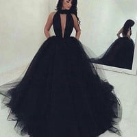 Sexy Backless Ball Gown Black Tulle Prom Dresses Long 2017 Ruched Deep V Neck Sweep Train Prom Gowns Custom Made Simple